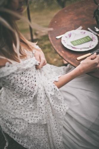abito da sposa e scialle in macrame seasonmag